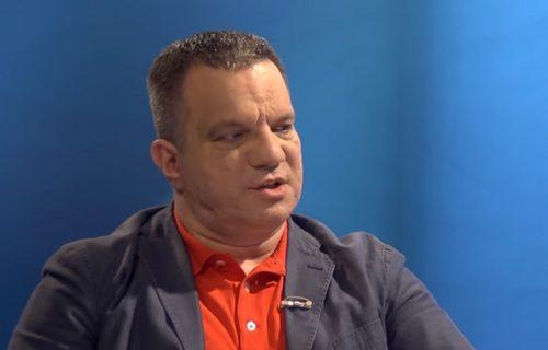 """Dejan Vuk Stanković: """"Tvit Vesne Pešić skandalozan! Direktan poziv na atentat"""""""