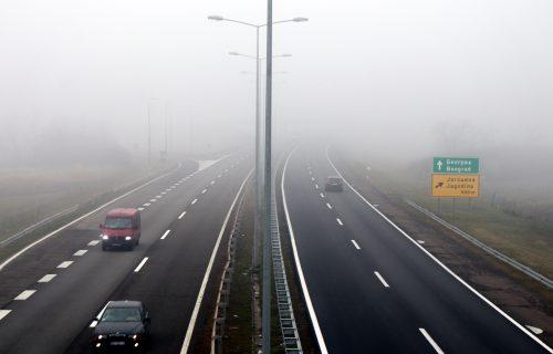 Vozači, budite na OPREZU! Magla smanjuje vidljivost, a na ovoj deonici je najgore