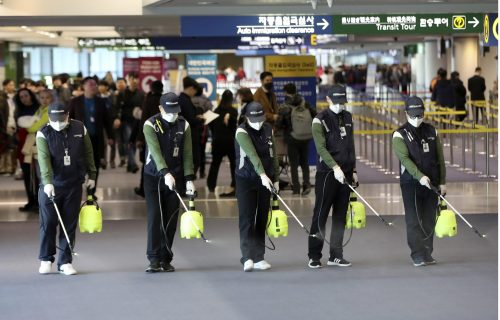 Bizarno: Pogledajte šta sve rade ljudi u Kini da bi se zaštitili od virusa (FOTO+VIDEO)