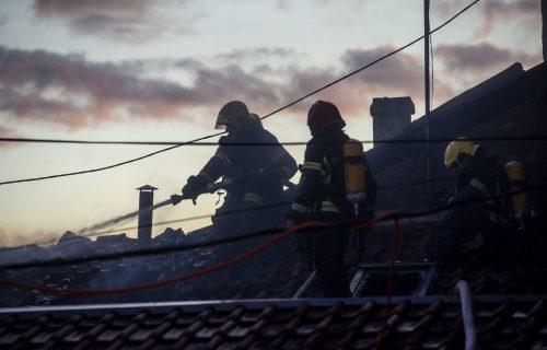 Lokalizovan požar na Zelenom vencu, gorela kafana (FOTO)