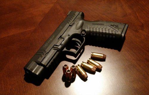 Policija pronašla pištolj, spid i marihuanu: Krivična prijava muškarcu (43) iz Rume