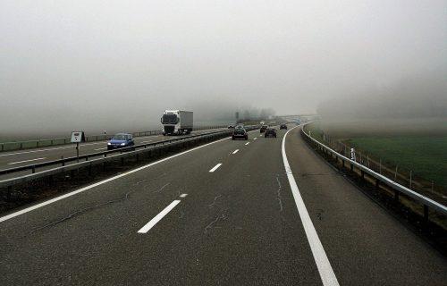 Lančani sudar na autoputu: Čak 4 vozila učestvovala u nesreći kod Velike Plane, saobraćaj obustavljen