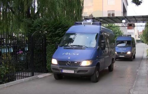 Užas u Kosovskoj Mitrovici: Muškarac prolazio ulicom, pa zatekao JEZIV prizor