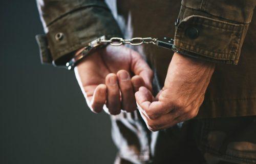 Pozvao policiju i ZAPRETIO, otkriveno da GODINAMA radi užasnu stvar: Uhapšen muškarac (59) iz Bosilegrada