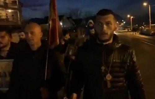 MILO ĆE SE PREZNOJITI! Momci pešačili 500 kilometara za srpske svetinje, stigli u Podgoricu! (VIDEO)