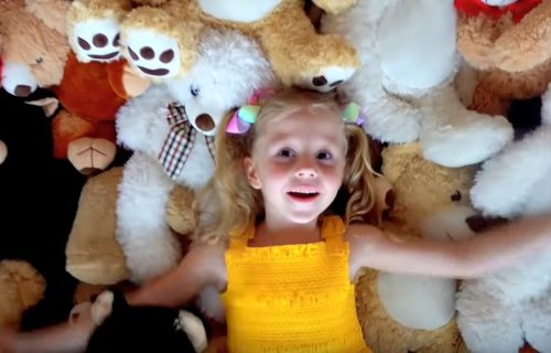 Rođena je s cerebralnom paralizom, a danas je veselo dete koje zarađuje 18 miliona dolara