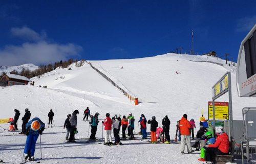 Skijanje bez silikona, a porše u blizini (FOTO+VIDEO)