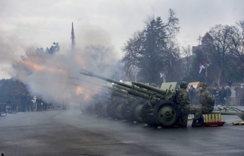 Počasna paljba na Kalemegdanu povodom Dana državnosti (VIDEO)