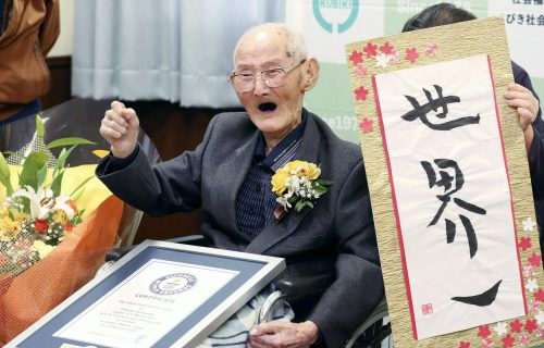 Govorio je da je tajna dugovečnosti u smejanju: Preminuo najstariji muškarac na svetu