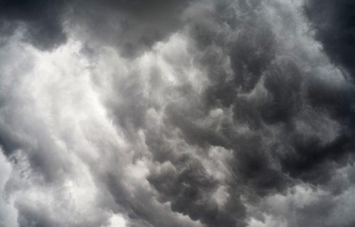 "Evropa u obruču LEDENE KIŠE! Opasan vremenski fenomen, ""crni"" sneg preti da stigne i do Srbije (FOTO)"