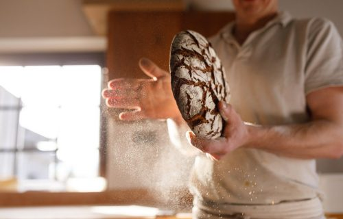 Neka vam kuću ispuni miris domaćeg mešenog hleba (VIDEO)