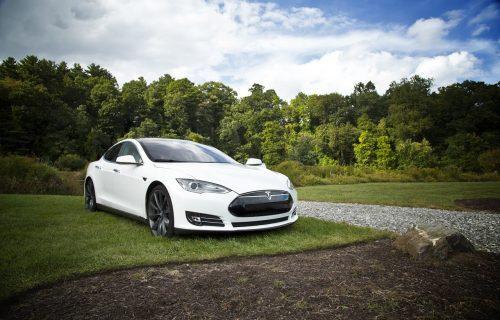 """Tesla"": Zarada za tri meseca 386 miliona dolara"