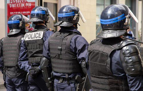 Drama u Francuskoj: Muškarac ušetao u stanicu i IZBO policajku, napadača jurila dva helikoptera!