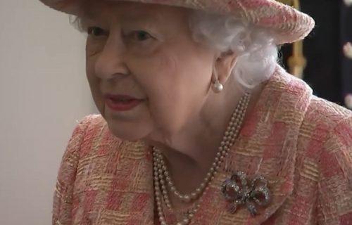Uvrnuto: Ovih 6 poslova koje za kraljicu obavlja posluga nasmejalo ceo svet