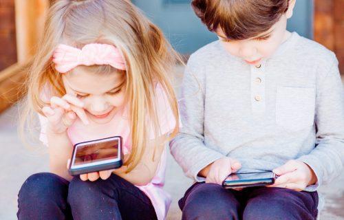 Istraživanje: Većina dece spava s mobilnim kraj kreveta