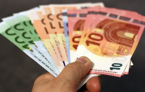 Ortoped iz Novog Sada dolijao zbog OGROMNE SUME novca