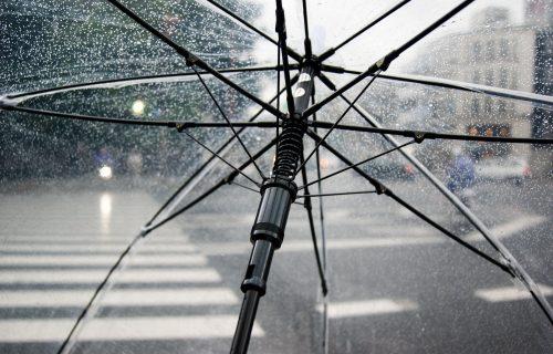 Do ponedeljka ne izlazite bez kišobrana: Stižu pad temperature i pljuskovi