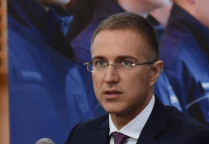 Stefanović: Policajcima razbijali glave kamenicama od nekoliko kilograma, nasilje nećemo tolerisati