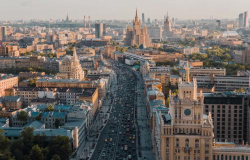 Dramatično u Moskvi: Srušio se most PEŠAČKOG prelaza, na desetine ljudi povređeno! (FOTO)