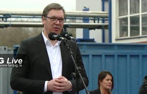 """Vučić u Valjevu: Na ozbiljan način opremamo vojsku, tu može """"Krušik"""" da pomogne (VIDEO)"""
