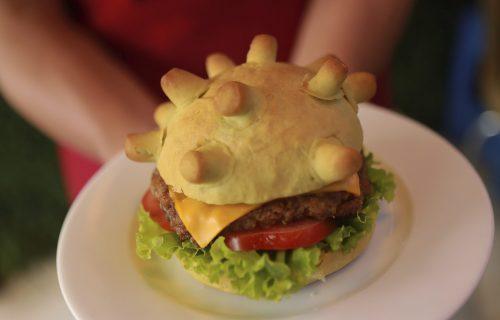 """""""DA BI GA POBEDIO, POJEDI GA"""": Kuvar iz Vijetnama pravi burgere u obliku koronavirsa! (FOTO)"""