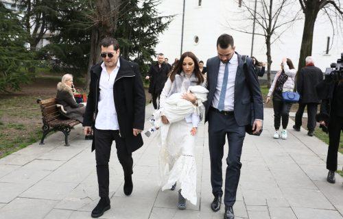 KORONAVIRUS OTKAZAO GLAMUROZNO SLAVLJE! Aleksandra Prijović i Filip Živojinović KRSTE sina bez gostiju!