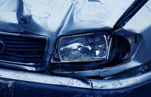 """Puklo je kao bomba! """"Opel"""" preleteo u suprotnu traku i direktno udario u """"zastavu"""": Poginuli muž i žena!"""
