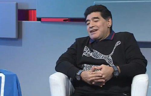 U centru pažnje: Maradona se OPREMIO kao KOSMONAUT dok je vodio meč (VIDEO)
