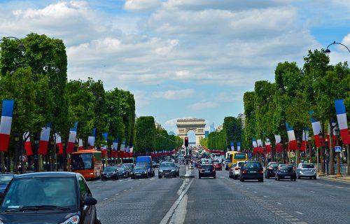 OBAVEZNA VAKCINACIJA protiv koronavirusa: Francuski parlament usvojio sanitarne propusnice