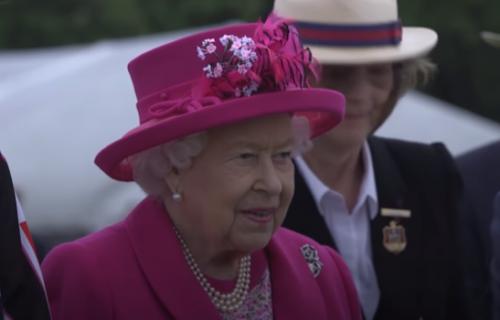 Otkriveno šta je Elizabeta nosila u tašni na sahrani princa Filipa: Ponela 2 STVARI sa posebnim značenjem