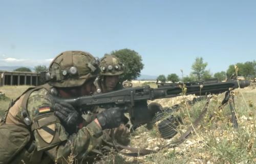 Nemačka angažuje GOLEMU VOJSKU za borbu! Do sada na liniji odbrane već 1.300 vojnika