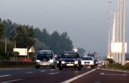 AMSS izdao UPOZORENJE za sve vozače: Smanjena vidljivost na putu, savetuje se oprez