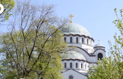 OBJEKTIV ISPRED HRAMA SVETOG SAVE: Svečana zvona obeležila najveći hrišćanski praznik (VIDEO)