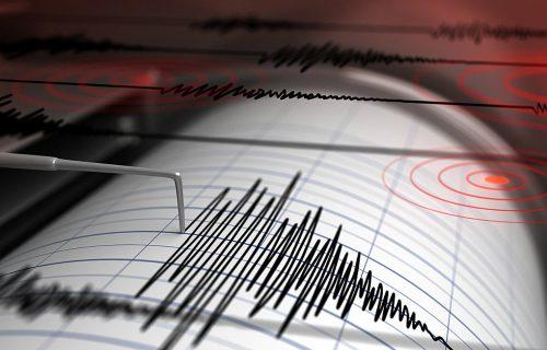 Tresle se zgrade: Zemljotres jačine 5,5 stepeni pogodio Meksiko Siti