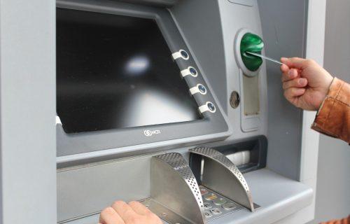 Budite na OPREZU! Ukoliko podižete novac sa bankomata, PAZITE na ovih nekoliko stvari