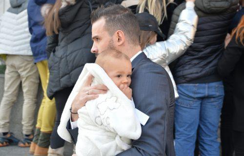 Pogledajte kako se Filip Živojinović stara o svom sinu! (FOTO)