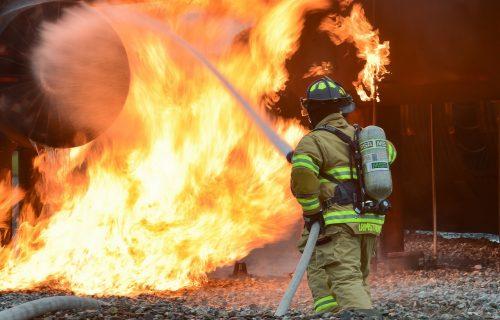 GORI najveći svetski proizvođač VAKCINA: Veliki požar zahvatio fabriku