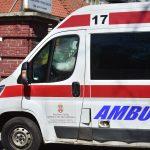 Saobraćajna nezgoda u Kragujevcu: Taksi udario pešaka, povređeni muškarac hitno prevezen u bolnicu