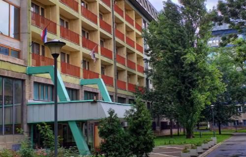 Vučić našao rešenje: Studenti ostaju u domovima