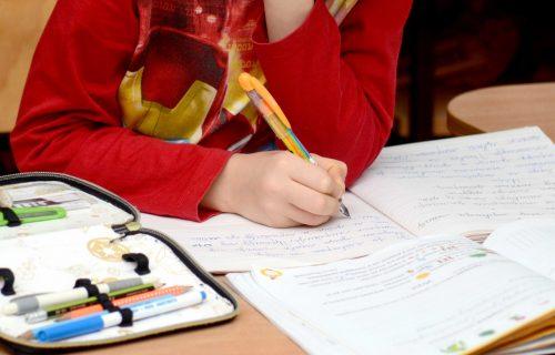 Korona u školi u Beogradu već 1. septembra! Roditelji poslali ZARAŽENOG đaka, celu grupu vratili KUĆI