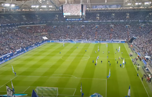 Užasavajući prizor: Fudbaler Šalkea u životnoj opasnosti! (VIDEO)