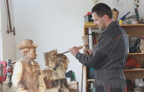 Miladin je napravio skulpturu koju je video čitav svet, a skoro svaki Srbin ima sliku pored nje (FOTO+VIDEO)
