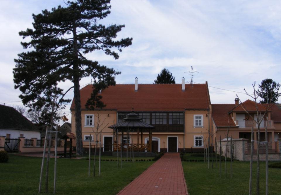 M.Milanković, rodna kuća u Dalju