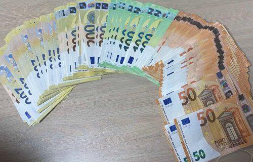 Prijavio 16.000 evra na Batrovcima, usledio ŠOK kada su carinici pretresli tašnu njegove supruge (FOTO)