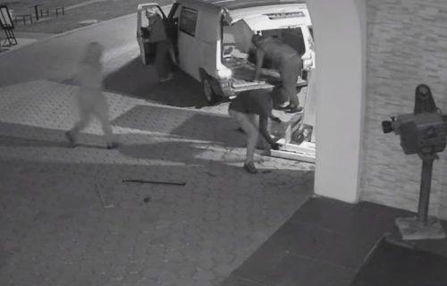 Šok snimak krađe bankomata u Gračanici: Razbojnici se sporazumevali na albanskom (VIDEO)