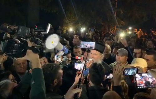 """""""Treba se spremiti za dugu borbu"""": Vladika Joanikije i sveštenici pušteni na slobodu"""