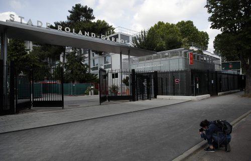 Sablasne slike Pariza: Da nije korone, ovde bi sada bio SPEKTAKL! (FOTO)