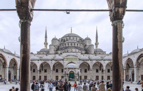 Erdogan je od Aja Sofije napravio džamiju, ali na njoj je jutros ipak osvanuo KRST (FOTO)