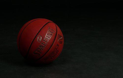 Tužna vest! PREMINUO legendarni košarkaški trener i član Kuće slavnih!