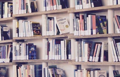 Žena ušla u Ginisovu knjigu rekorda, 47 godina nije vraćala KNJIGU u biblioteku